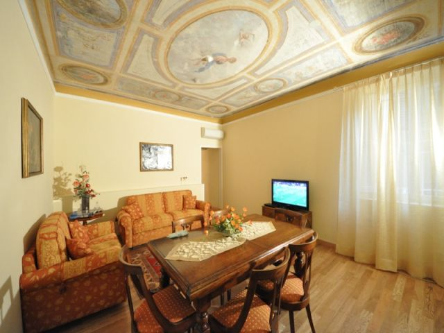 Luxury apartment to rent in florence center close to for Interior design jobs in florence italy