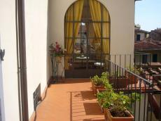 Dalia apartment (sleeps 4+2) in florence city centre